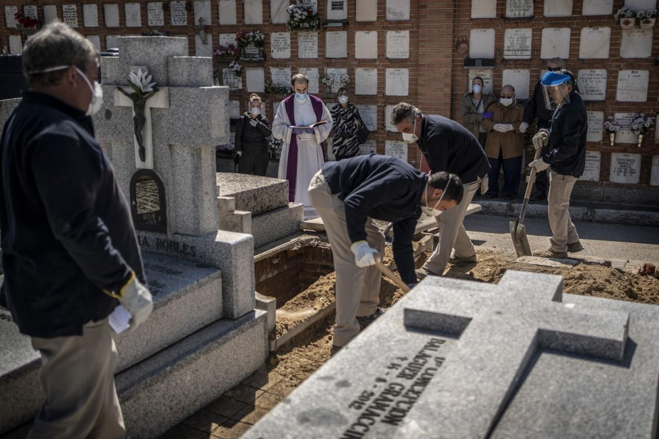 ap20090559121664 - Espanha tem novo pico de número de mortes, em um dia, por Covid-19 - Confira números