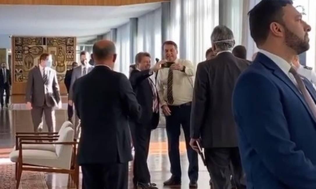 bolsonaro foto café da manhã - Bolsonaro desrespeita regras da quarentena em café da manhã com parlamentares
