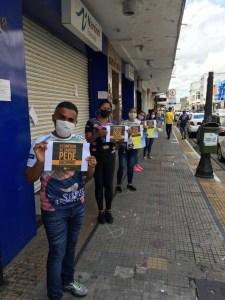 comercio cg protesto 225x300 - Comerciantes e comerciários fazem ato pedindo a reabertura do comércio em Campina Grande