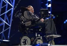 COMBATE À COVID-19: Família de Stephen Hawking doa seu respirador a hospital no Reino Unido