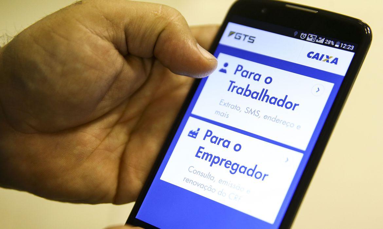 Saque emergencial do FGTS, no valor de R$ 1.045, estará disponível no dia 15
