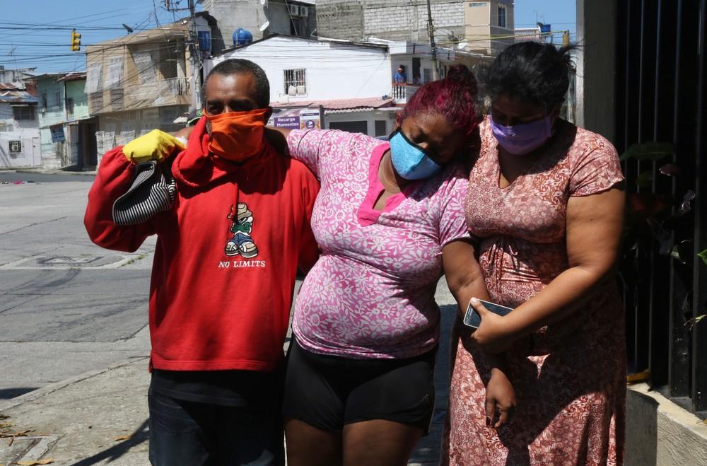 mulherguayaquil - Província mais atingida no Equador tem 6,7 mil mortes em 15 dias