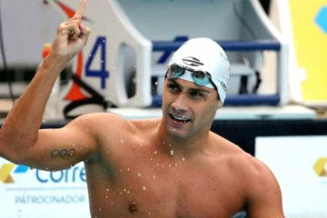 Nadador brasileiro relata medo após participar de competição no berço do coronavírus