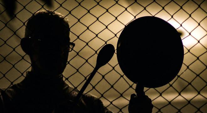 panelaco bolsonaro 08042020213348508 1 - Demissão de Mandetta provoca panelaços contra Bolsonaro em diferentes pontos do país - VEJA VÍDEOS