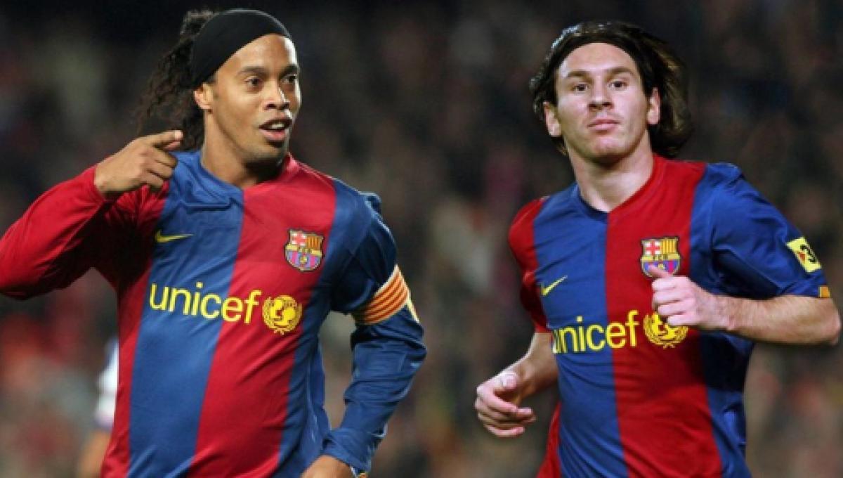 ronaldinho gaucho e messi atuaram juntos no barca 1916669 - Messi se revolta após notícia de que teria pago a fiança de Ronaldinho