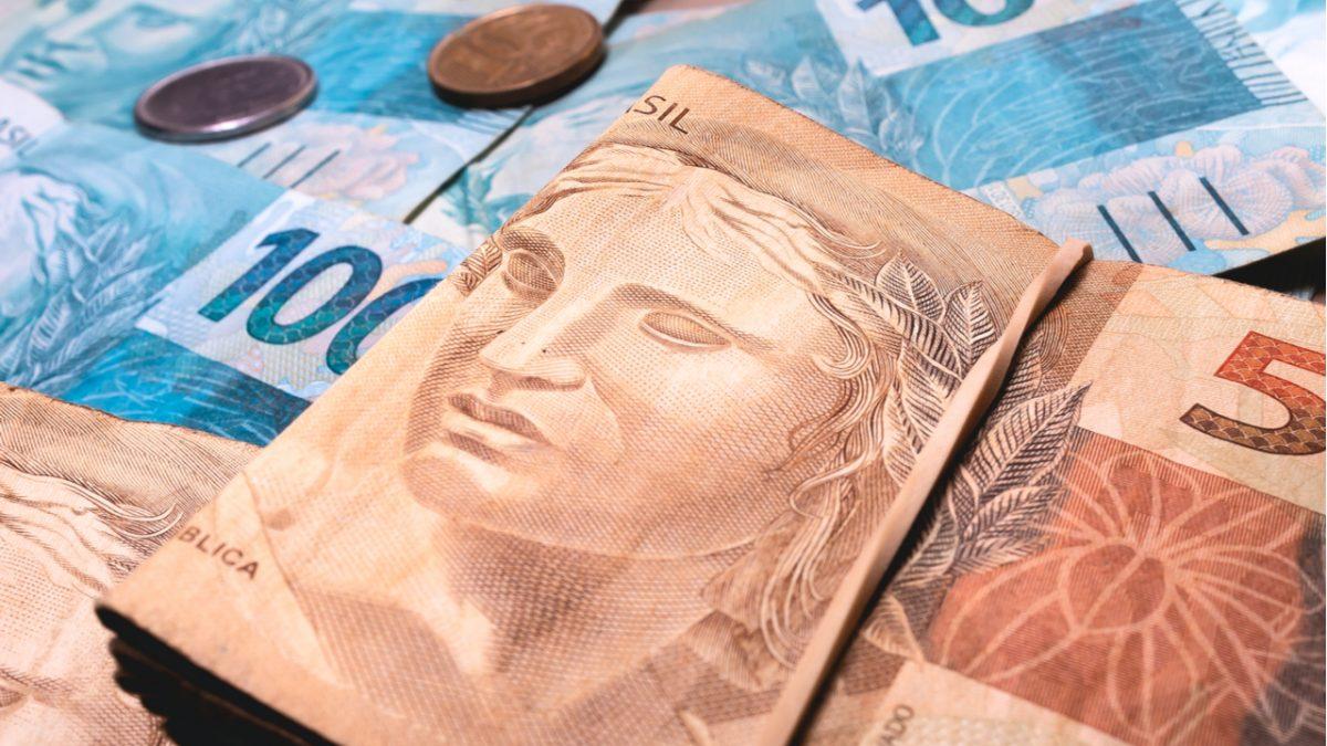 shutterstock 1643598370 1200x675 1 - Lei que cria auxílio de R$ 600 a informais é publicada no 'Diário Oficial da União'