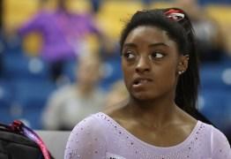 Após chorar com adiamento, Simone Biles espera pelos Jogos de Tóquio