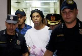 Presos fizeram churrasco para se despedir de Ronaldinho Gaúcho, no Paraguai