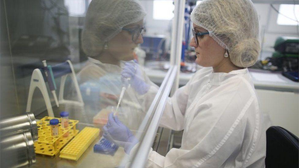 111514583 c9533ff1 04f2 4e49 baf3 483a64da5e86 - USO DA CLOROQUINA: Infectologistas, biólogos e médicos criticam protocolo, veem 'armadilha' e citam riscos
