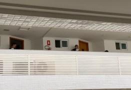 12 HORAS DE NEGOCIAÇÃO: mulher entrega arma à polícia e recebe atendimento médico em João Pessoa