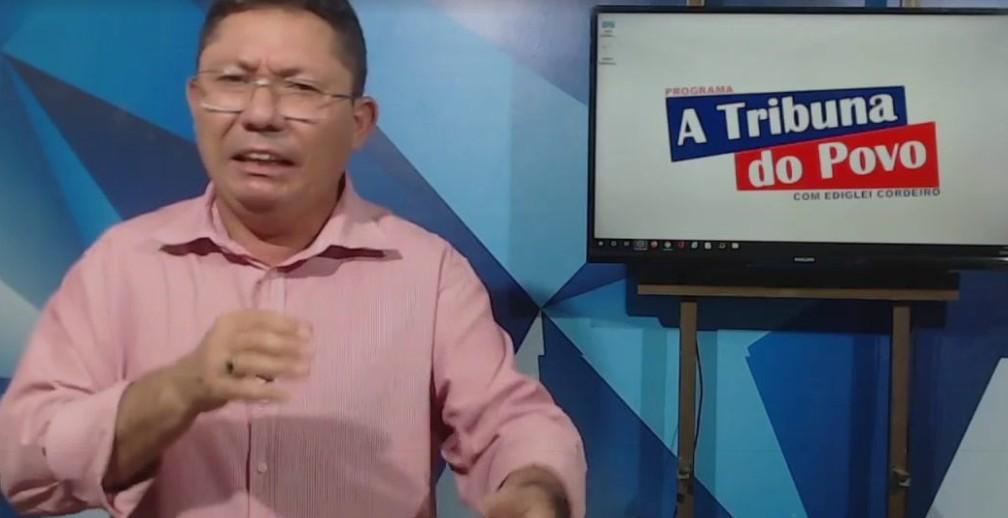 """Capturar 83 - Após prometer """"bomba"""" sobre a política de São Vicente do Seridó, carro de apresentador é alvejado por vários tiros - VEJA VÍDEOS"""