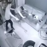 Capturaro 3 - Dupla de assaltantes invade casa e trancam família no banheiro