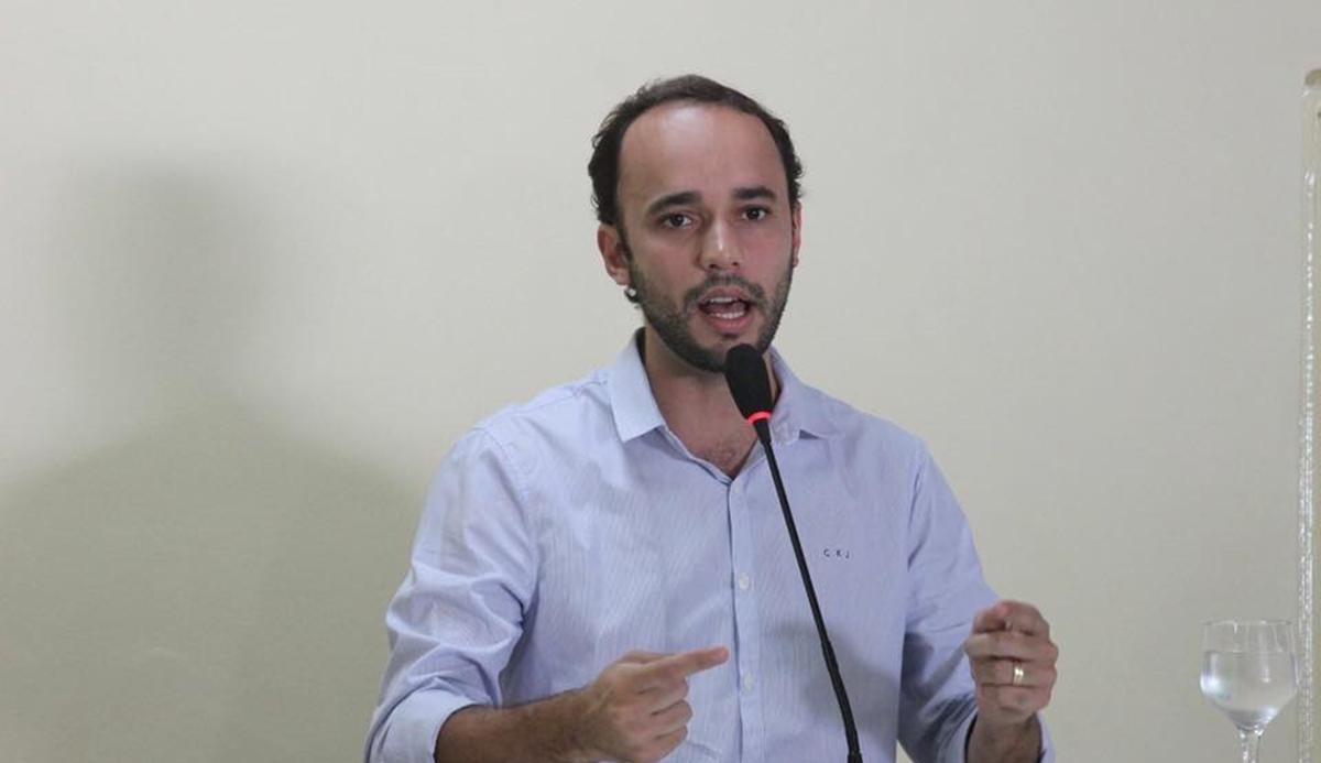 Douglas Lucena - BANANEIRAS: Mateus Bezerra denuncia que verba foi devolvida para quadra em Cajazeiras, Douglas Lucena contesta