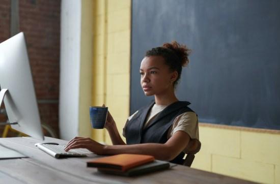 Cerca de 83% dos professores se sentem despreparados para dar aulas on-line, revela pesquisa