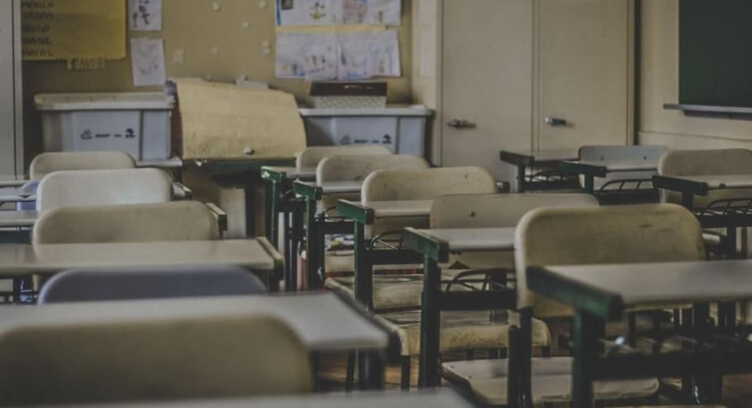 Põe na Roda 38 2 - Professor gay é demitido de escola católica após descobrirem sua sexualidade
