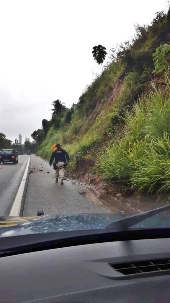 WhatsApp Image 2020 05 15 at 09.05.41 - FORTES CHUVAS: barreira apresenta sinais de desmoronamento, em João Pessoa