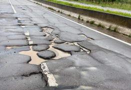 PRF ALERTA: buracos em rodovia danificam veículos na divisa com Pernambuco