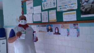 WhatsApp Image 2020 05 26 at 11.25.29 300x169 - Porteiros de escolas estaduais recebem máscaras de proteção e álcool em gel