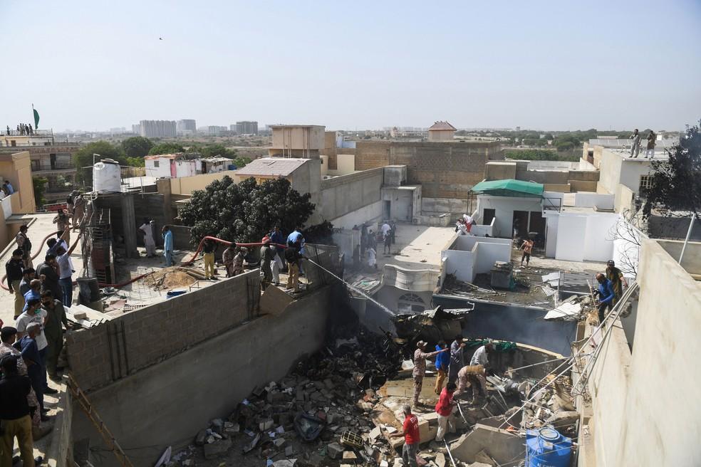 aeronave - Avião comercial cai com 107 pessoas a bordo no Paquistão