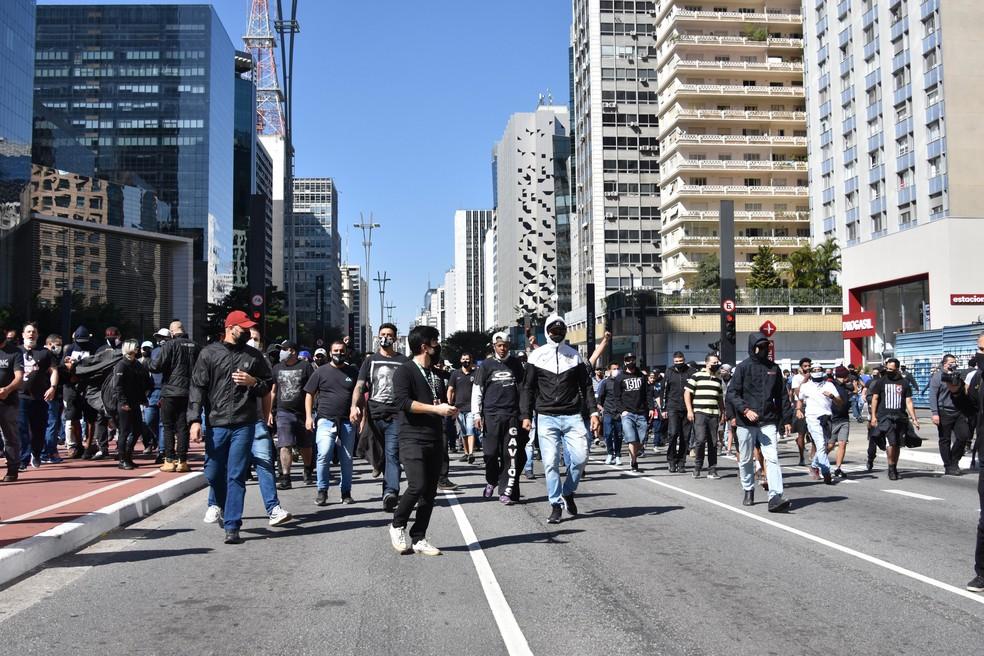 Ato pró-democracia tem confronto entre manifestantes e PM na Avenida Paulista