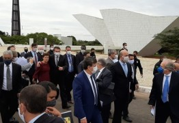 PRESSIONANDO TOFFOLI: Com empresários, Bolsonaro vai a pé ao STF para defender reabertura da economia
