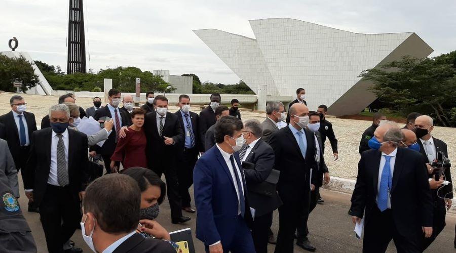 bolsonaro - PRESSIONANDO TOFFOLI: Com empresários, Bolsonaro vai a pé ao STF para defender reabertura da economia