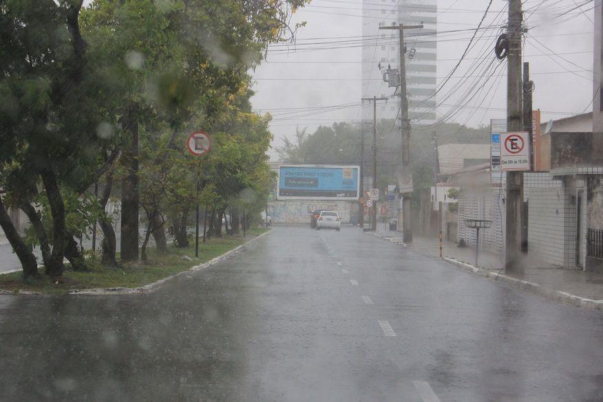 chuvas jp - TEMPORAL: João Pessoa registra 150 milímetros de chuvas em 24 horas e previsão é de novas precipitações; VEJA VÍDEO