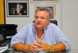 Eitel Santiago comemora alta, após três semanas internado com suspeita de Covid-19 – VEJA VÍDEO