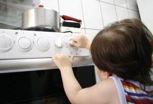 estudantes recebem orientacoes sobre acidentes domesticos 300x204 - Junho Laranja alerta para acidentes domésticos: confira as dicas da Sociedade Brasileira de Queimaduras