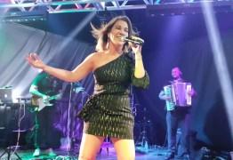 VENCEU O CÂNCER: ex-cantora de Magníficos faz live para colaborar Napoleão Laureano