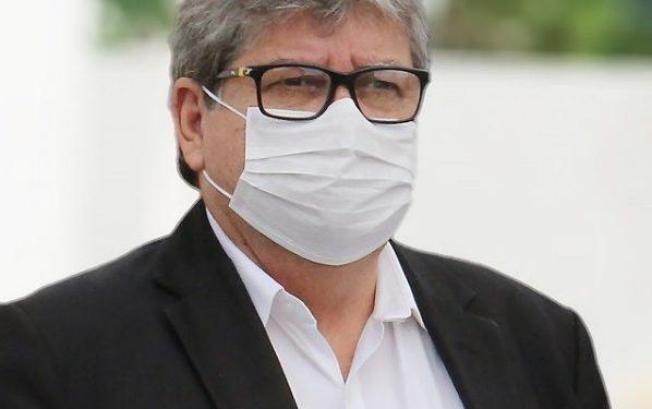 joao mascara 598x375 1 - João Azevêdo lamenta mês sem avanços na gestão da saúde após saíde de Teich: 'agora mais um vácuo'