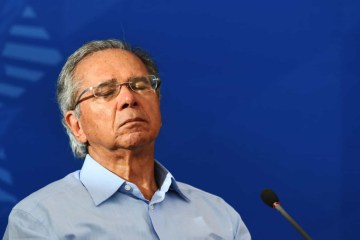 naom 5ed12c2ccb664 - É cretino atacar o governo do seu país em vez de ajudar, diz Guedes