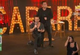 BOLSOMÍNIO ARREPENDIDO: De joelhos, cantor Eduardo Costa diz que 'errou' em brigas sobre política e pede perdão – VEJA VÍDEO
