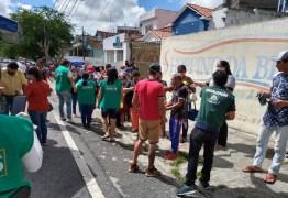 Prefeitura de Campina Grande disponibiliza cadeiras e tendas para reduzir aglomerações em filas da Caixa