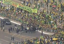 EM MEIO A PANDEMIA: de helicóptero, Bolsonaro sobrevoa ato de apoio e participa de aglomeração – VEJA VÍDEO