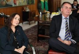 Regina Duarte apresenta a Jair Bolsonaro planos para a cultura durante reunião