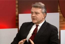 Cientista político Ricardo Caldas afirma que Bolsonaro está 'Atuando como um típico populista'
