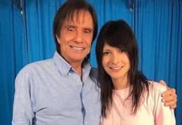 NOVO AMOR? Ex-'The voice', é apontada como nova namorada de Roberto Carlos