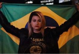 Sara Giromini é levada para o Presídio Feminino de Brasília e namorado é detido após soltar fogos no local – VEJA VÍDEO