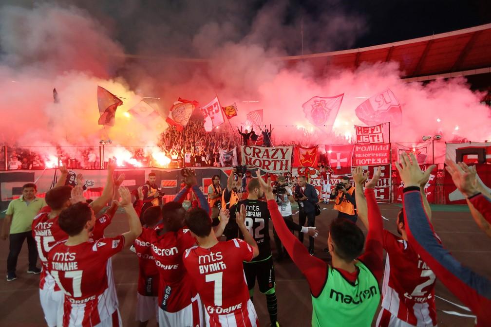 2020 06 06t000000z 858966659 rc2v3h9hka3v rtrmadp 3 soccer serbia redstar - TORCIDA EM ÊXTASE: festa do Maracanã acontece em Belgrado