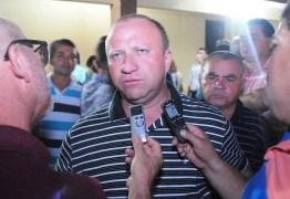 'SAPATÃO, BABONA, SEM FUTURO': Ex-prefeito de Itapororoca é acusado de homofobia após difamar popular – OUÇA