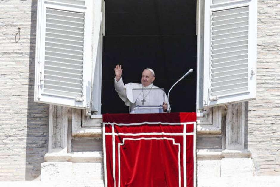 37ef91e42bb1f4dac055f76905c87bb2 - COVID-19: Sem citar Brasil, Papa lamenta país que tem 1 morte/minuto