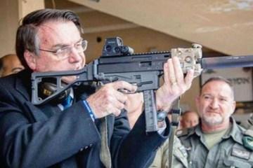67e6e89f15ef7b81c85129c08b60edd2 - Bolsonaro compartilha encontro com atiradores na saída do Alvorada - VEJA VÍDEO