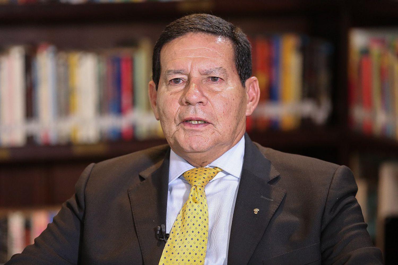 WZPQWQY4PBE4BCDE2RFRB7Y6DA - Seguidores de Bolsonaro buscam partido de Mourão