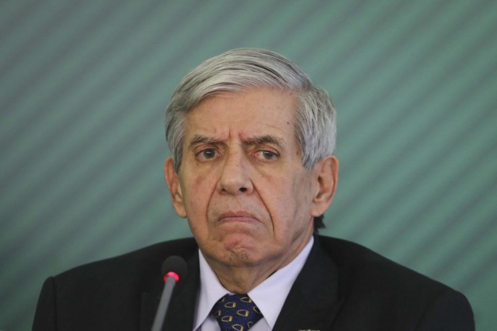 augusto heleno 1024x682 - PGR abre apuração sobre Heleno por divulgar 'nota à nação brasileira'