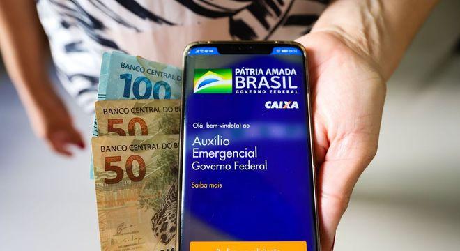auxilio coronavirus 26062020122652923 - Auxílio emergencial terá mais 2 parcelas de R$ 600, em derrota para o governo Bolsonaro
