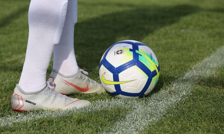 bola futebol - CBF retira candidatura brasileira para sediar Copa Feminina em 2023