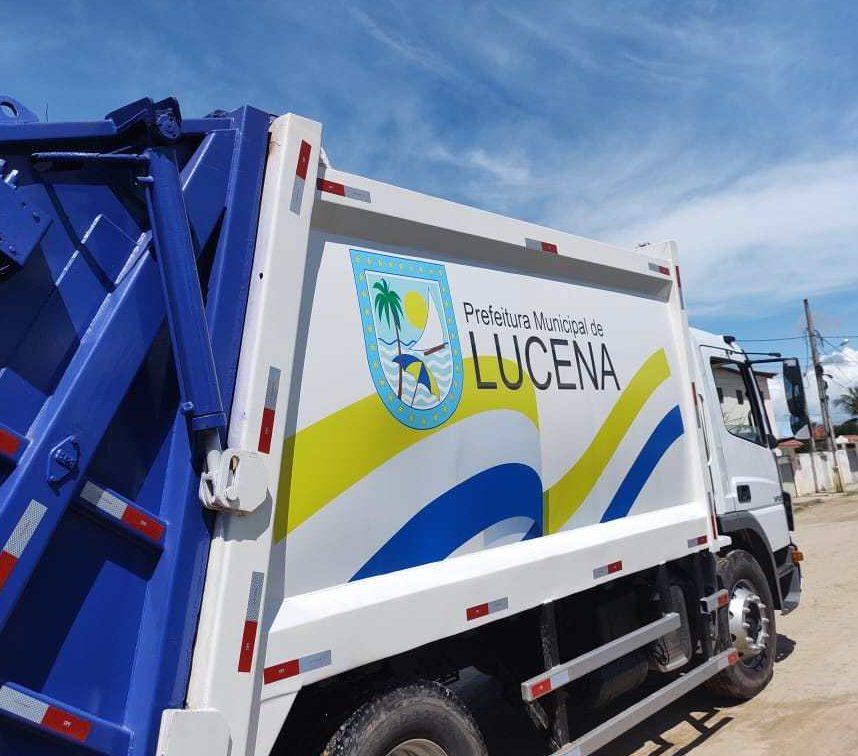 caminhao e1592349394449 - Após 7 anos coletando lixo em veículo aberto, prefeito de Lucena aluga caminhão sem licitação e no valor de R$ 24 mil