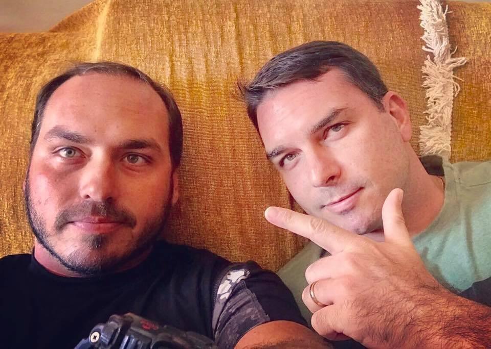 jpg - Flávio e Carlos Bolsonaro usaram dinheiro vivo para pagar débito com corretora