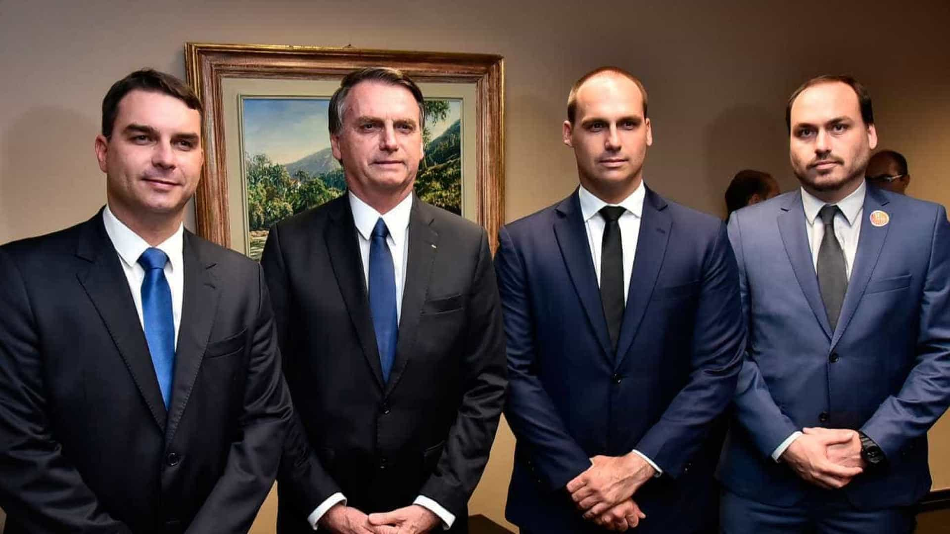 naom 5cc6e0579878c - Ação da PF aumenta pressão de filhos de Bolsonaro para manter Weintraub